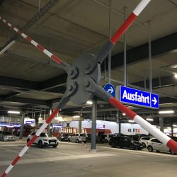 Mürmann – Tension rod systems in the East Side Mall Berlin